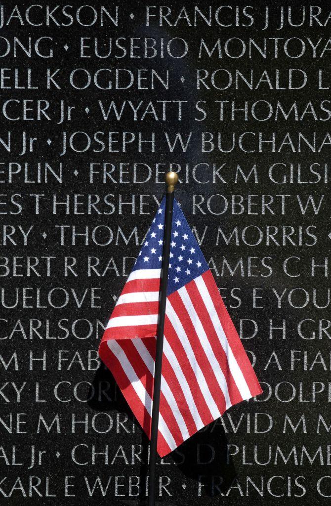 american_flag_at_vietnam_veterans_memorial_2010-05-04